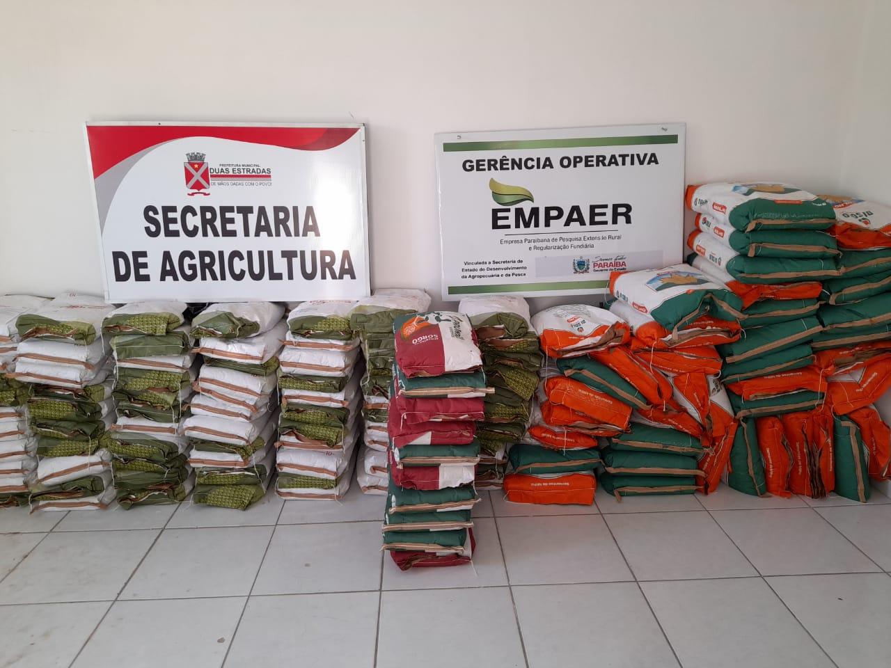 Prefeitura de Duas Estradas distribui sementes para agricultores do Município