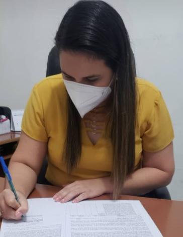 """Duas Estradas: Prefeita Joyce Renally assina contrato para aquisição de Ambulância tipo """"A"""""""