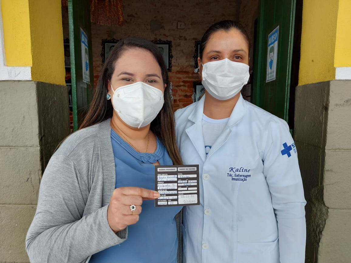 Prefeita Joyce Renally toma a 1ª dose contra a Covid em Duas Estradas